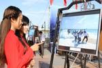 Những bức ảnh đẹp về biển, đảo được triển lãm dọc sông Hàn, Đà Nẵng