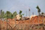"""Đại gia lập """"trang trại kiểu mẫu"""" để khai thác đá trái phép?"""