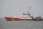 Hai tàu Trung Quốc ngăn cản tàu SAR 412 cứu ngư dân Việt gặp nạn trên biển
