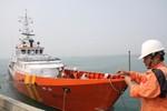 """Cứu tàu cá """"Anh hùng Chan Chu"""" bị nạn ở vùng biển Hoàng Sa"""