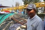 Ngư dân cưỡi sóng ra khơi, bác bỏ cấm đoán phi lí của Trung Quốc