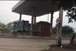 """Hàng trăm xe tải qua cầu cấm, có """"đèn xanh"""" của Chủ tịch tỉnh Hà Nam"""