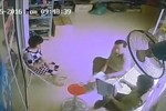 [CLIP]: Cán bộ Quản lý thị trường Hà Nội nhận vật giống tiền của doanh nghiệp