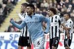 """Góc ảnh Newcastle 1-3 Man City: Toure tỏa sáng, Nasri đau """"chỗ hiểm"""""""