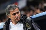 Real muốn sa thải Mourinho: Nên và không nên