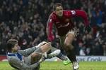 M.U 4-3 Newcastle: Carrick, Van Persie xuất sắc nhất trận