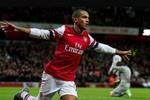 Góc ảnh Premier League: Walcott, Dzeko và Van Persie thi nhau tỏa sáng