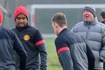 Góc ảnh: Ferguson cười sảng khoái, Mourinho đầy lo âu