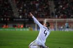 Hậu vệ Ramos ghi bàn chẳng khác… Ronaldo