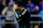 Góc ảnh: Casillas buồn, Ronaldo đau ngày Real thua trận
