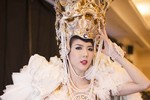 Ngọc Quyên đẹp như 'nữ thần' với trang phục nặng bằng cơ thể