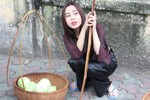 Lưu Hương Giang đi buôn bắp cải dạo hè phố