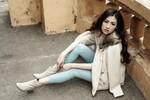 Á hậu Tú Anh lạnh lùng, lôi cuốn với thời trang đường phố