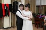 Long Nhật 'ôm chặt' Vân Dung hậu trường liveshow hài Thúy Nga