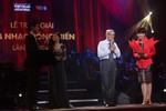 Nhạc sĩ Doãn Nho thay Tùng Dương nhận giải Cống Hiến