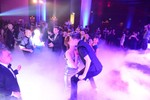 Hồ Ngọc Hà đi chân trần hôn Đàm Vĩnh Hưng ở sân khấu Hà Nội