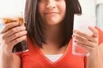 Uống nước ngọt thường xuyên gây tăng hơn 100% mỡ gan và xương