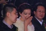 Lâm Chí Linh chuyện trò to nhỏ với 2 đại gia Bắc Kinh