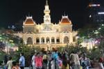 Thời khắc hàng vạn người hân hoan chào đón năm mới tại TP Hồ Chí Minh