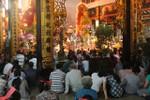 Người Sài Gòn nhộn nhịp đi cúng sao giải hạn đầu năm