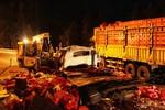 Hai xe tải đâm nhau, 6 người chết và bị thương