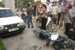 Xe gây tai nạn, rút thẻ ngành xưng là Công an khiến người dân bức xúc