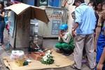 Hà Nội: Phát hiện xác thai nhi trong hộp mỳ tôm gần nơi đổ rác