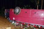 Xe khách lao xuống vực: 7 người chết, khoảng 40 người bị thương