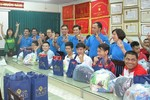 Ngàn yêu thương và quà tặng đến trẻ em dịp tết trung thu