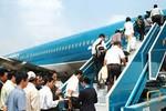 Các hãng hàng không bắt đầu thông báo hủy chuyến vì bão số 13