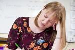 Nữ giáo viên cứ ngủ gật khi nổi giận với học sinh