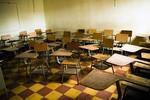 Phẫn nộ giáo viên bỏ mặc nữ sinh bị bạn xâm hại