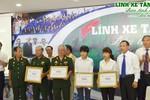 Trao tặng học bổng toàn phần cho con cháu các chiến sĩ lái xe tăng 390