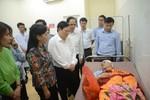 Bộ trưởng Bộ Y tế thăm hỏi, động viên bác sĩ bị người nhà bệnh nhân hành hung