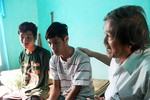 Hai công nhân đào thoát khỏi bãi vàng Phước Sơn