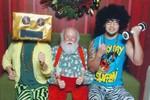 """Ông già Noel """"xì tin"""" và hai chàng trai tinh nghịch"""
