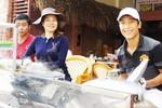 Cầu thủ Việt bỏ bóng đá, mở quán... bánh cuốn