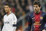 """Ngày Ronaldo và Messi bị lu mờ: Giữ giá cho """"El Clasico"""""""