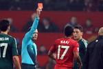 """Nghi vấn: Trọng tài """"hại M.U"""" là """"con rối"""" của UEFA?"""