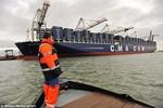 Tàu chở container lớn nhất thế giới mang quà Giáng sinh tới Anh
