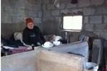 Trung Quốc: Nhốt mẹ già 100 tuổi sống chung với lợn