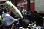 Trực thăng quân sự rơi giữa thủ đô Yemen khiến 32 người thương vong