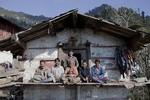 Ấn Độ: Một phụ nữ trẻ làm vợ 5 anh em ruột