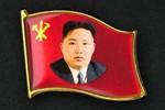 Dân Triều Tiên bắt đầu đeo huy hiệu hình Kim Jong-un