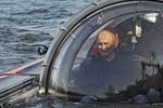 Video: Tổng thống Putin lặn xuống đáy biển Baltic khám phá xác tàu