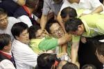Video: Nghị sĩ Đài Loan ẩu đả vì nhà máy điện hạt nhân