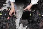 Venezuela xuất hiện băng đảng dùng súng cướp tóc phụ nữ