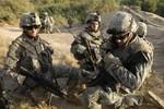 3 lính Mỹ cãi nhau, 1 rút súng bắn 2 đồng đội ngoài căn cứ Hải quân