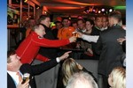 Video: Putin ôm vận động viên đồng tính Hà Lan, uống bia chúc mừng