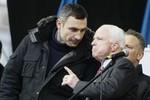 McCain kêu gọi trao vũ khí cho Ukraine, NATO có thể can thiệp quân sự